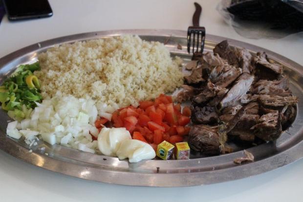 Plat typique ivoirien : le garba à base d'attiéké et de poisson thon